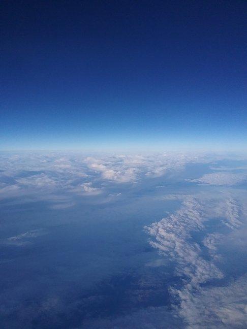 wolken vanuit het vliegtuig