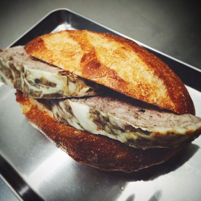 パテドカンパーニュ バゲットサンドイッチ完成。 | OPAN オパン|東京 笹塚のパン屋