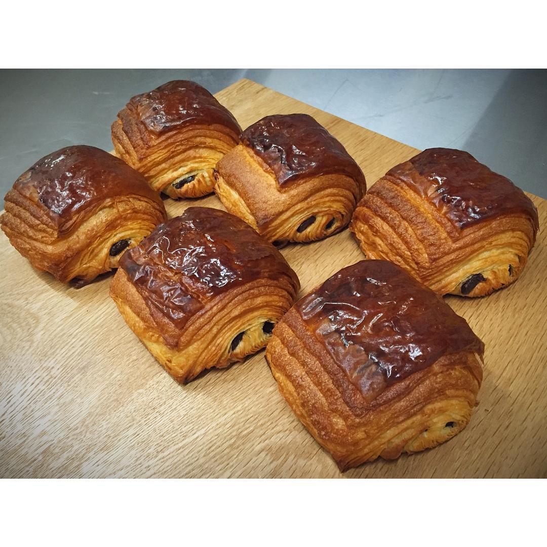 本日は、クロワッサンショコラ。 | OPAN オパン|東京 笹塚のパン屋