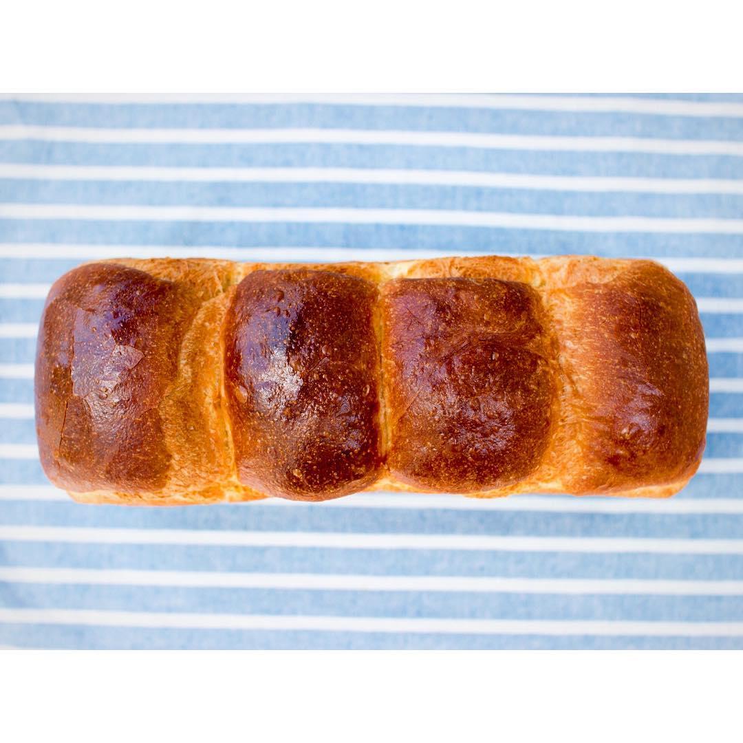 山型食パン、角食共に2斤売り(1本長いまま)も販売しております   OPAN オパン 東京 笹塚のパン屋