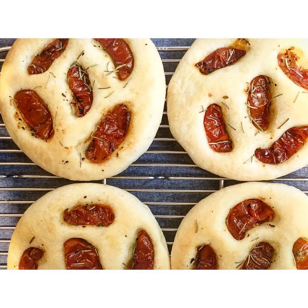 ドライトマトのフォカッチャ | OPAN オパン|東京 笹塚のパン屋
