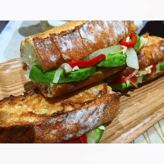 オパンのアボカドのバゲットサンド | OPAN オパン|東京 笹塚のパン屋