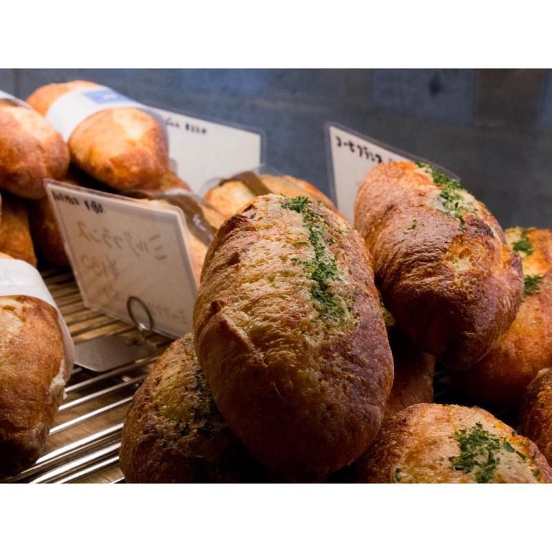 オパンのガーリックフランス | OPAN オパン|東京 笹塚のパン屋