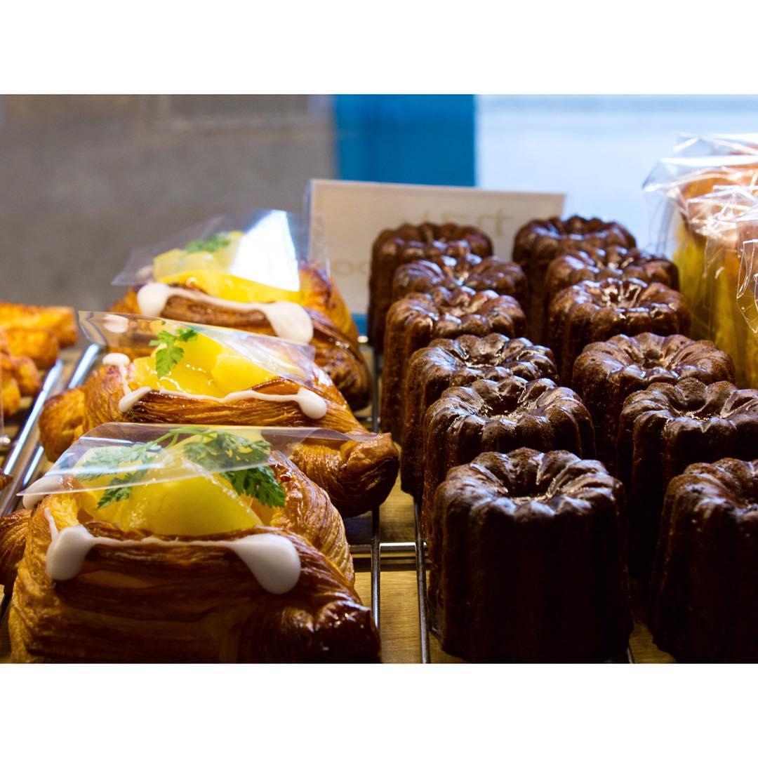 オパンの桃のデニッシュとカヌレ | OPAN オパン|東京 笹塚のパン屋