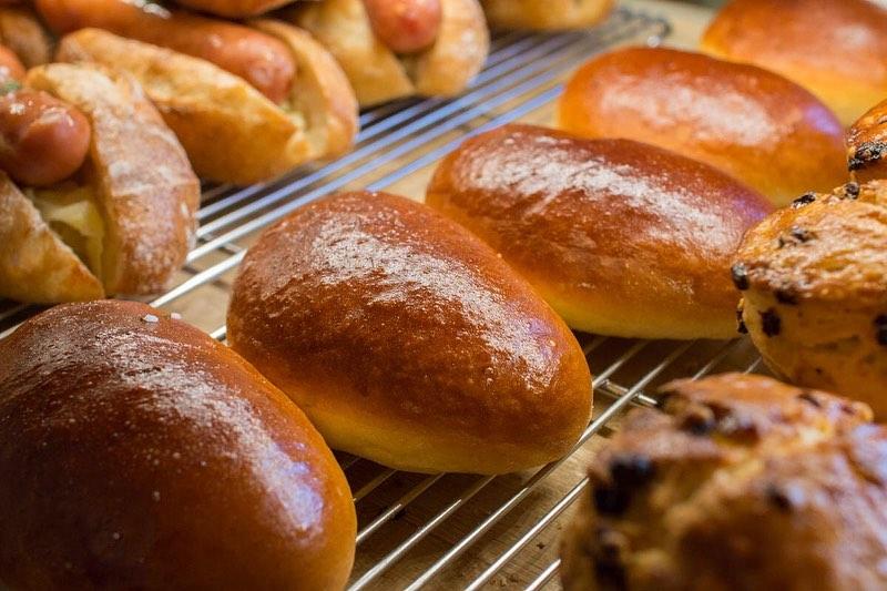 クリームパン、あんぱん、メロンパンが焼き上がっております(2020.05.15)