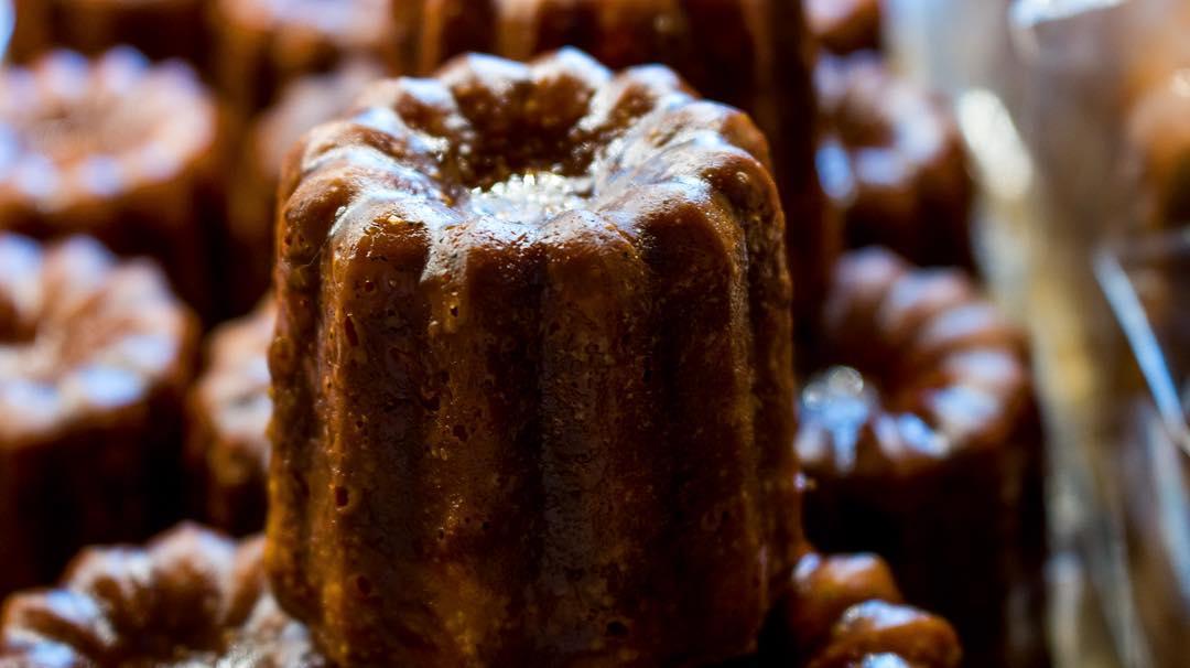 キャロットケーキやブラウニー、カヌレなども豊富にご用意しています(2021.09.25)