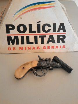 Arma apreendida pela PM em automóvel no centro