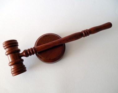 marteau de justice, des règles draconiennes