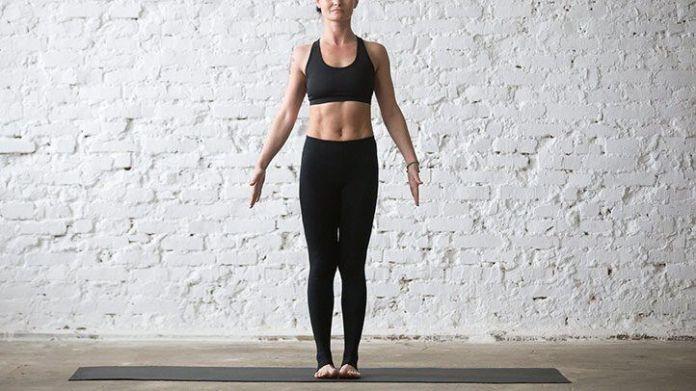 Posição da montanha - Tadasana - para melhorar a sua postura