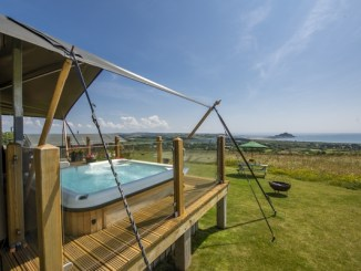 Mount View accommodation with hot tub
