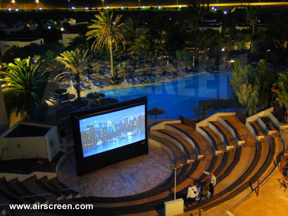 open-air cinema with AIRSCREEN