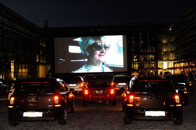 Autokino mit aufblasbarer Leinwand in München
