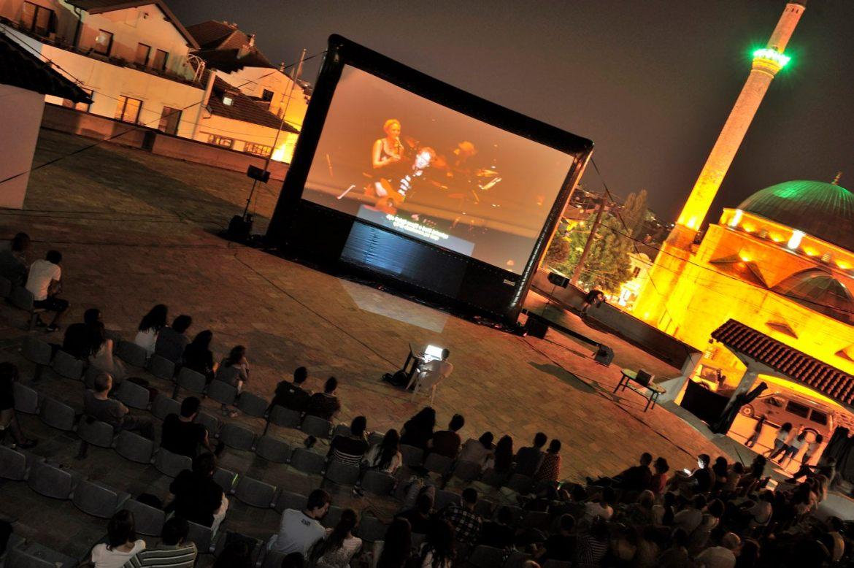 Filmfestival mit aufblasbarer Leinwand