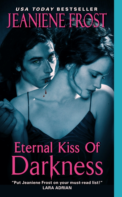 ETERNAL KISS OF DARKNESS (NIGHT HUNTRESS WORLD, BOOK #2) BY JEANIENE FROST: BOOK REVIEW