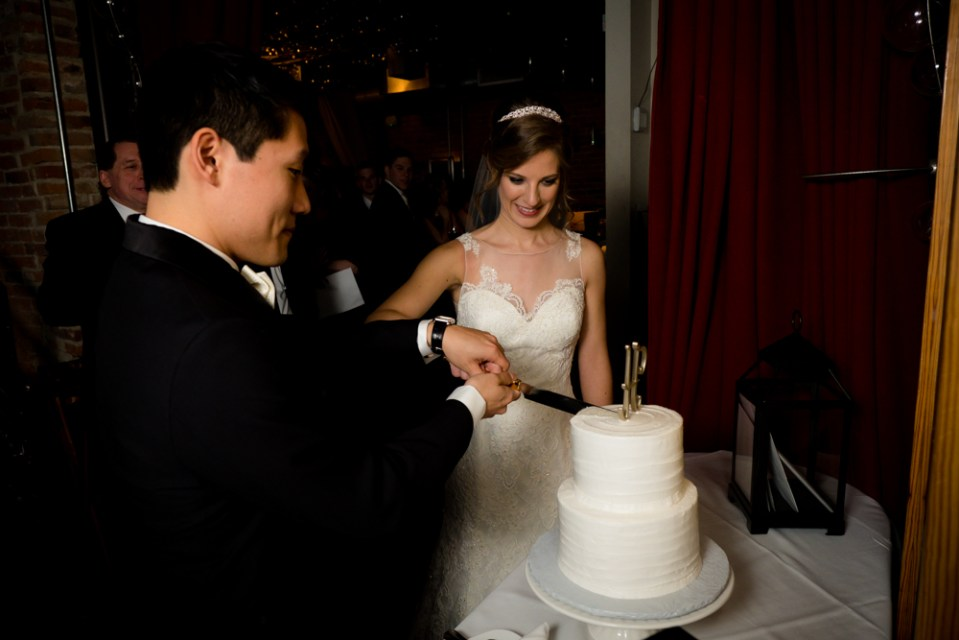 Cutting hte wedding cake
