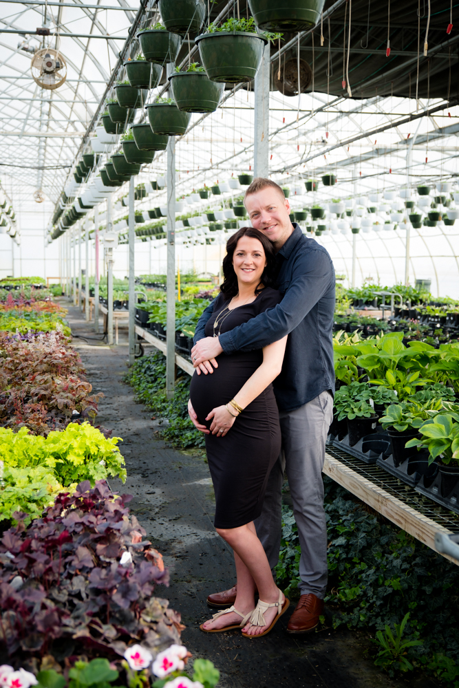 Maternity photos in a greenhouse