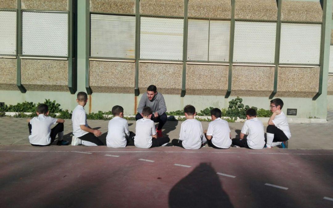 La importancia de que los niños jueguen en equipo