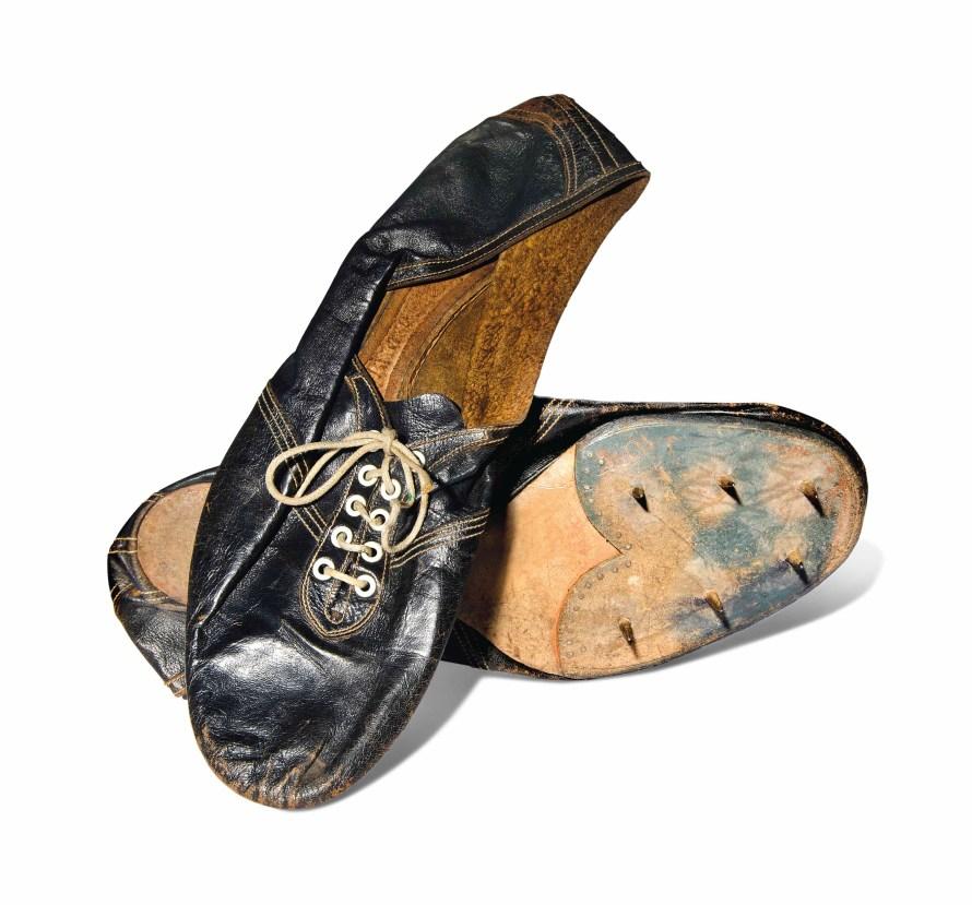 Bannister shoes four-minute mile