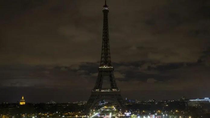 Parigi Tour Eiffel Spenta