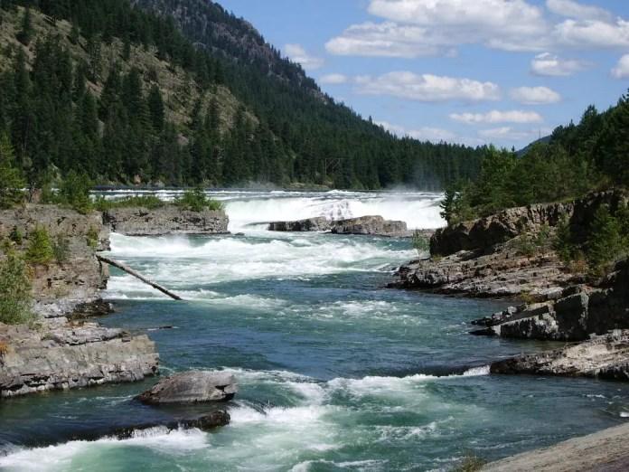 Ecco le Cascate di Kootenai nei pressi di Libby nel Montana, USA. Per la drammatica sequenza filmata qui ci sono voluti dieci giorni. Si tratta della stessa location del film del 1994 The River Wild con Meryl Streep.