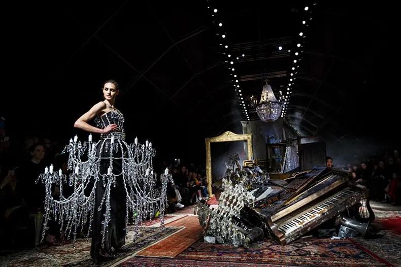 bad90609ba69 Milano Fashion Week  Moschino tra decadentismo e ironia - OpenMag