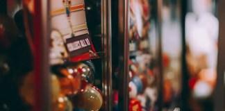 giocattolo sospeso, un gesto che illumina il Natale