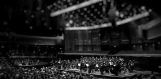 Musica, Maestra: orchestra e suoni oltre il cristallo
