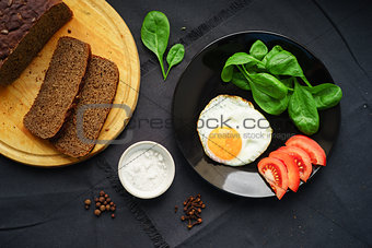 scrambled eggs with spinach and tomato on a plate