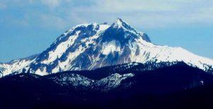 Figura 4.1 Mt. Garibaldi, cerca de Squamish BC, es uno de los más alto de Canadá (2.678 m) y más recientemente volcanes activos. Su última erupción fue hace aproximadamente 10.000 años. [Foto SE]