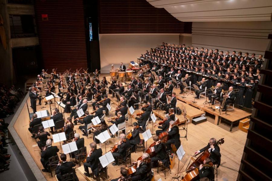 大編成のシカゴ響、東京オペラシンガーズが東京文化会館のステージを埋めた © Todd Rosenberg Photography