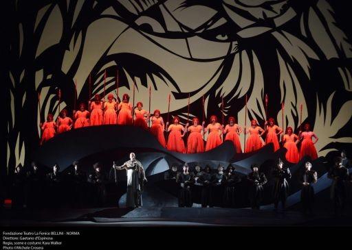 """Una """"Norma"""" tribale per la Fenice di Venezia: standing ovation a Mariella Devia."""