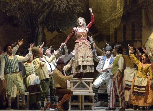 "Dulcamara decreta il successo de ""L'Elisir D'Amore"" al Teatro La Fenice di Venezia."