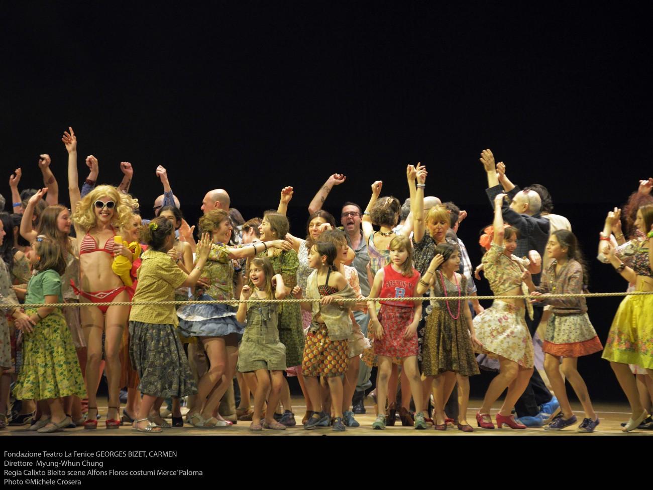 Carmen a Venezia: via il folclore spagnolo e largo alla modernità di Bieito.