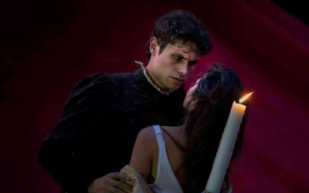 Romeo e Giulietta intrecciati con l'opera