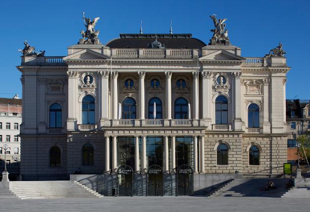 Außenansicht Opernhaus Zürich, Foto: Dominic Büttner