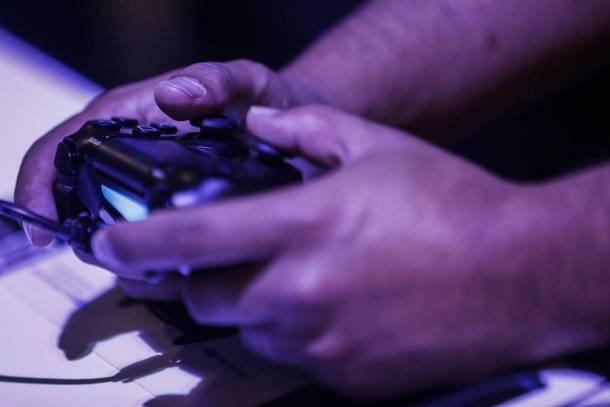 China Lifting Game Console Ban