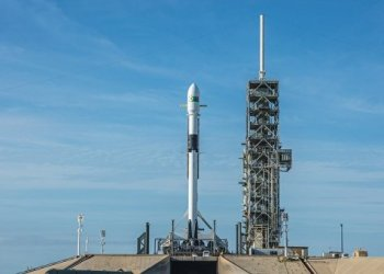 Автомобиль компании SpaceX может занести на Марс земные бактерии 1