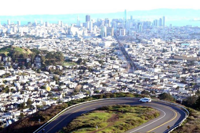 Автономные автомобили Waymo преодолели отметку в 10 млн миль (16 млн км) беспилотных поездок по реальным дорогам США 1