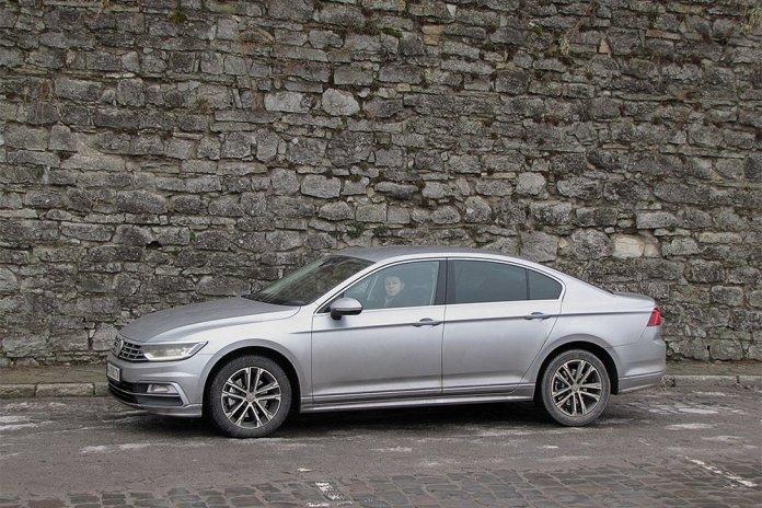 Тест Бизнесмен на большой дороге. Чем удивил Volkswagen Passat восьмого поколения в комплектации Premium R-Line - ФОКУС 5