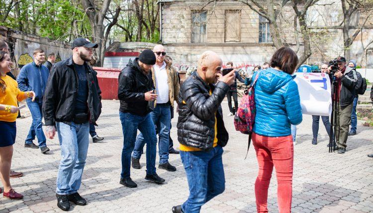 Нардепа Найема облили фекалиями в Одессе. Фото и видео