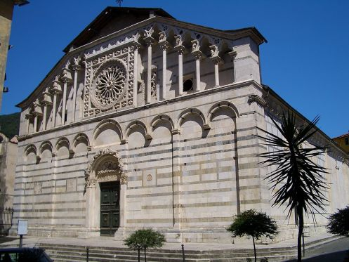 1920px-Carrara_cathedral_6366