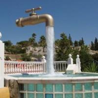 КРАН В ВОЗДУХЕ — необычный фонтан на Канарских островах. Фото ДНЯ