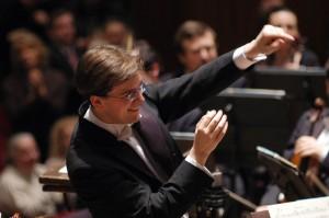 Dirigent Tomáš Netopil // Foto: Peter Adamik