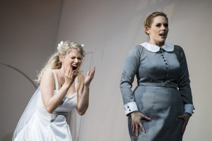 Ashley Thouret (Sophie), Emily Newton (Marianne Leitmetzerin)  ©Thomas Jauk / Stage Picture GmbH