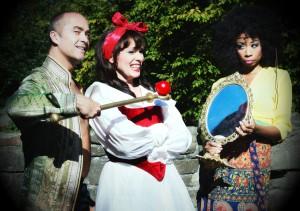 """""""Die Märchenwelt zur Kur bestellt"""" / Henrik Wager, Marie-Helen-Joël und Christina Clark (Foto: Saad Hamza)./Aalto Theater Essen"""