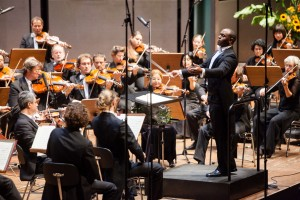 Sinfonieorchester Aachen unter seinem GMD Kazem Abdullah - Foto beim 1. Sinfoniekonzert 2012/2013 am 14. Oktober 2012 im Eurogress Aachen