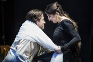 Ariadne auf Naxos_14_FOTO_FlorianMerdes: Corby Welch (Bacchus), Karine Babajanyan (Ariadne)