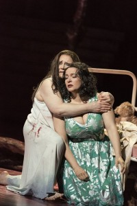 Rebecca Teem (Elektra), Katrin Kapplusch (Chrysothemis) -Foto Matthias Jung, Erftstadt
