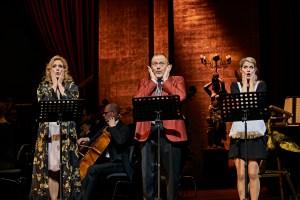 Emily Newton (Rosalinde), Hannes Brock (Gabriel von Eisenstein), Ashley Thouret (Adele) © Björn Hickmann, Stage Picture.