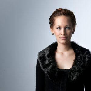 Porträt Anna Lucia Richter, Solistin im 10. Sinfoniekonzert (Foto: Hermann und Clärchen Baus)